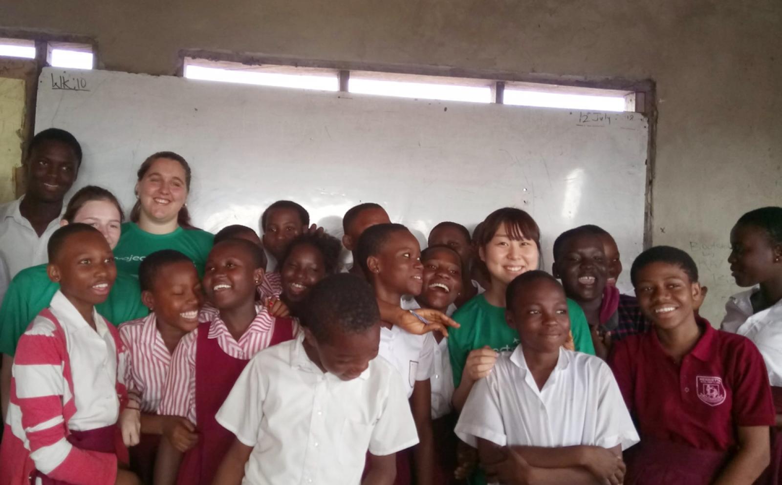 アフリカの子供たちへの人権教育に取り組む高校生ボランティアたち